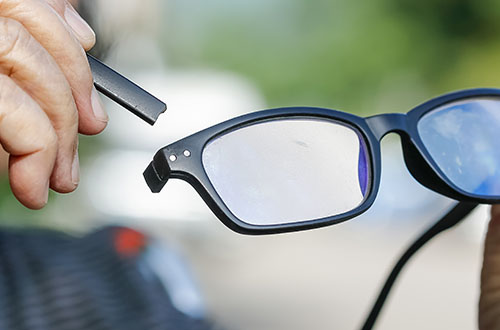 akinių remontas